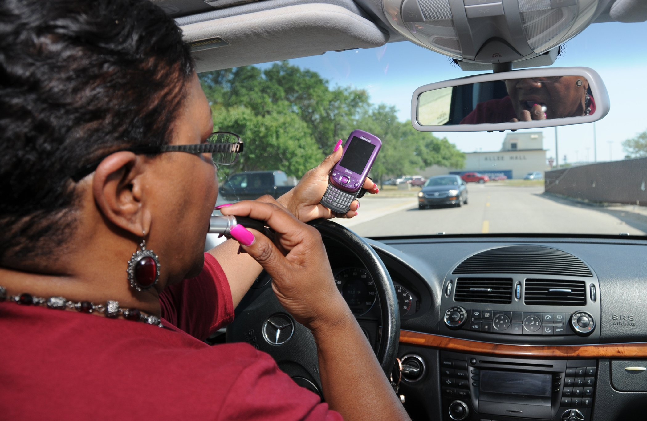 5 Ways to Ditch Driving Distractions in the New Year